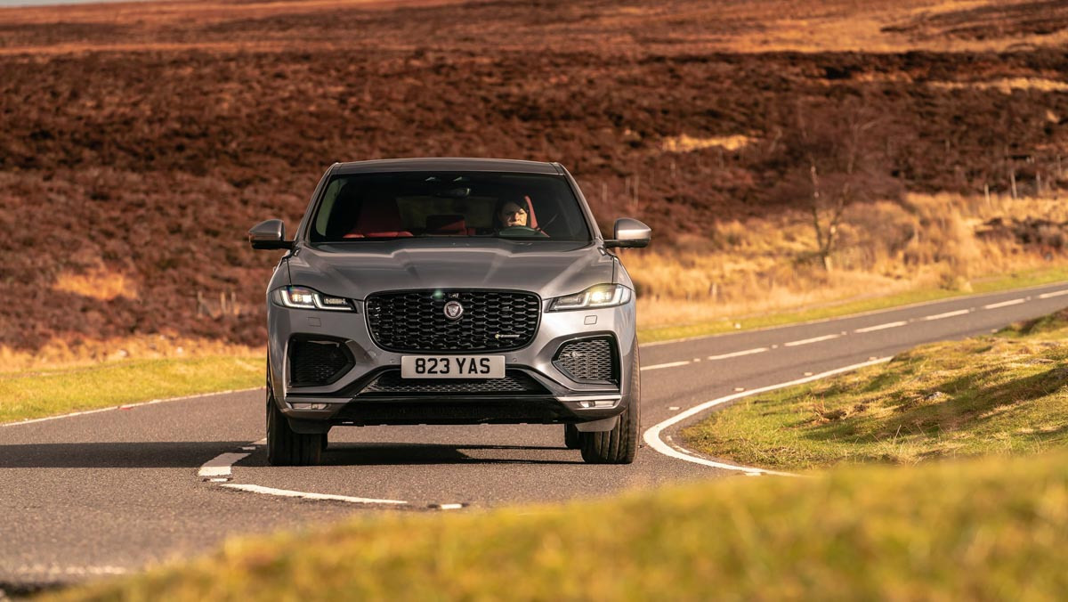 F-Pace-P400-HSE-9