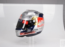 formula-one-helmet-design-012