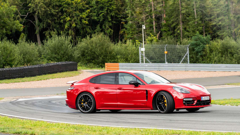 Facelifted-Porsche-Panamera-GTS-1