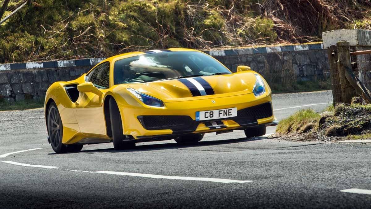 Ferrari-488-Pista-vs-McLaren-720S-2