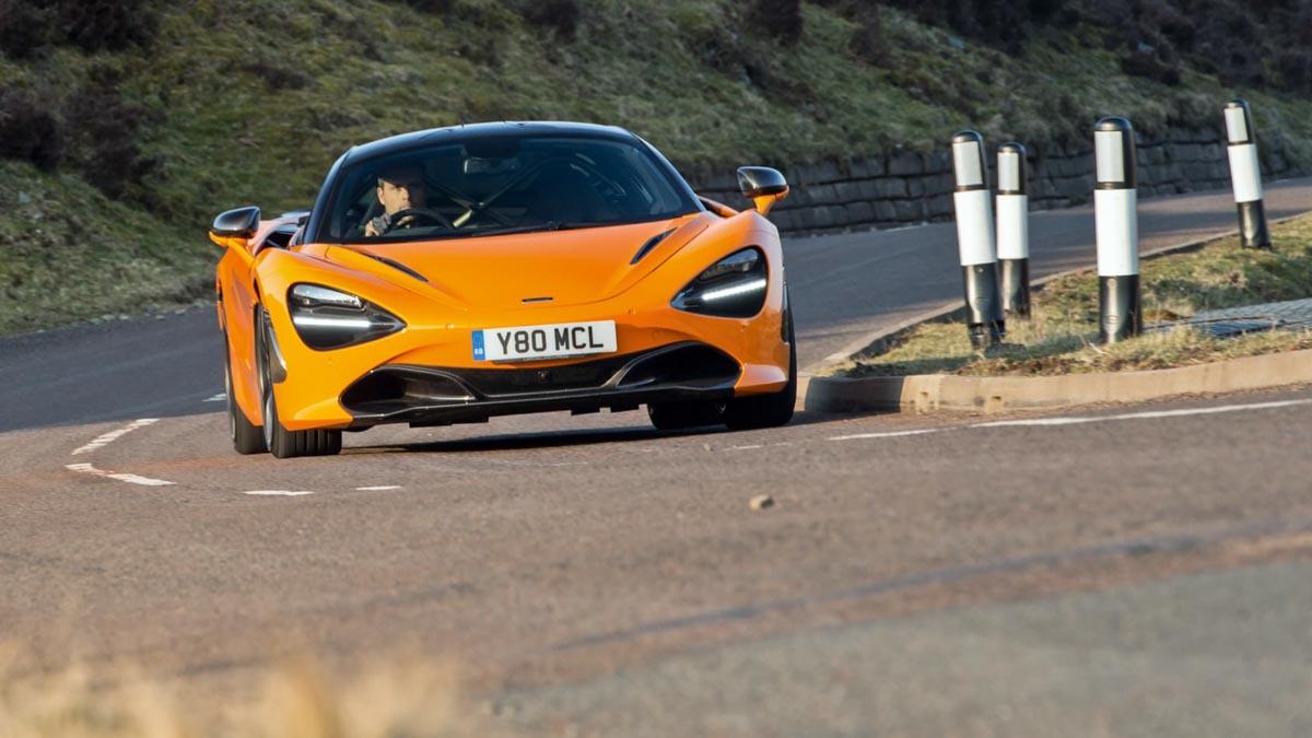 Ferrari-488-Pista-vs-McLaren-720S-3