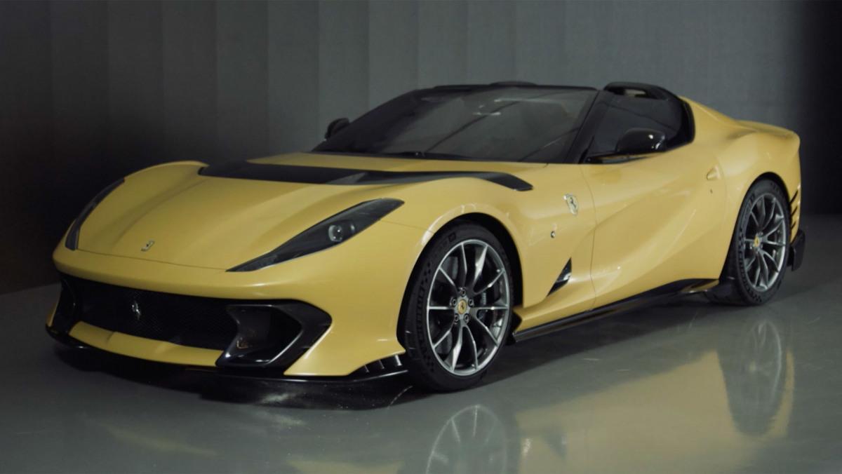 Ferrari-812-Competizione-12