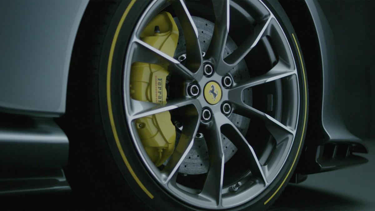 Ferrari-812-Competizione-13