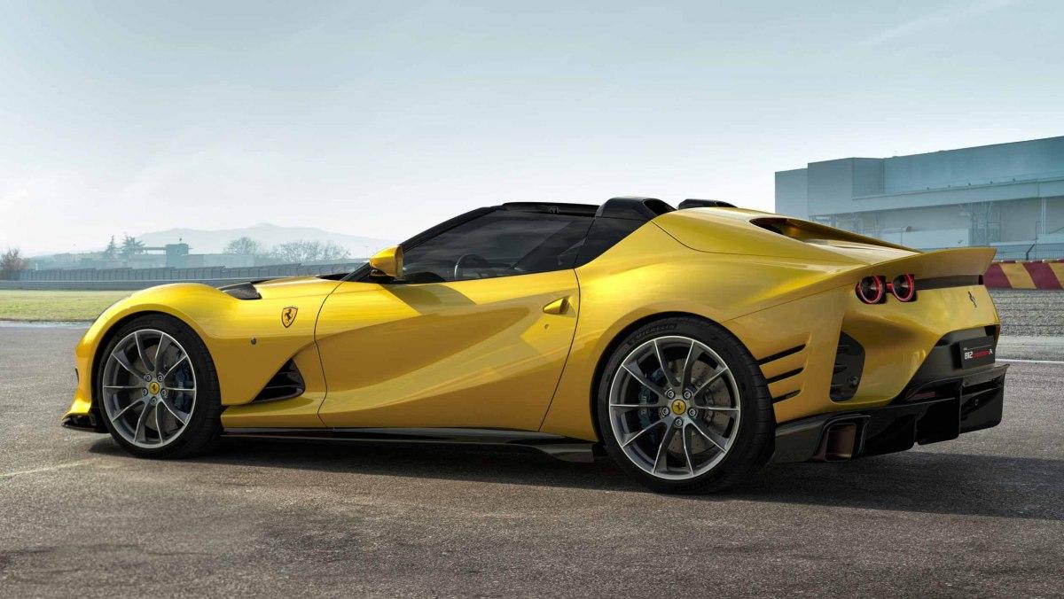 Ferrari-812-Competizione-7