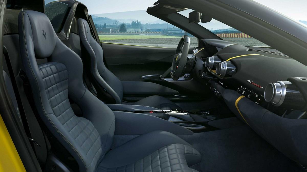 Ferrari-812-Competizione-8