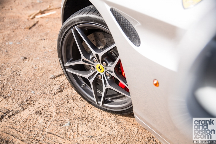 Ferrari California T vs Aston Martin Vanquish Volante-09