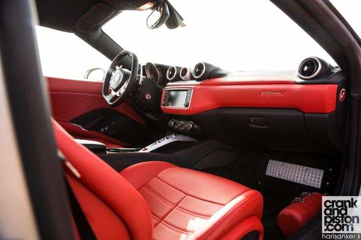Ferrari California T vs Aston Martin Vanquish Volante-12