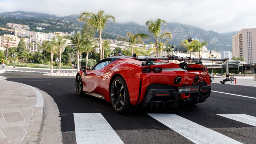 Ferrari-SF90-Stradale-1
