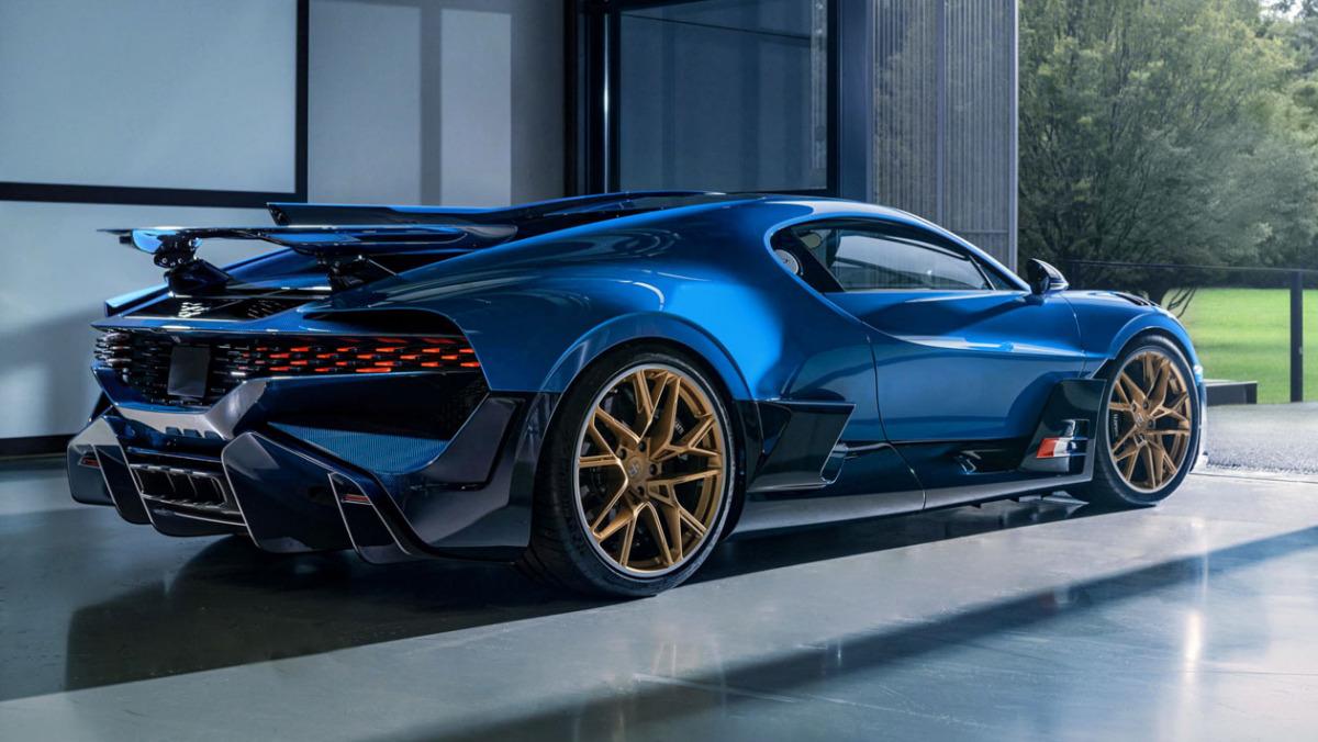 Final-Bugatti-Divo-2