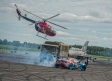 helicopter-vs-red-bull-drift-toyota-gt86-03
