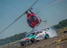 helicopter-vs-red-bull-drift-toyota-gt86-10