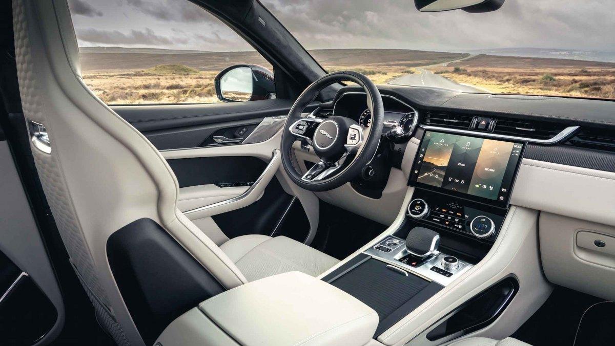 Jaguar-F-Pace-SVR-2021-5