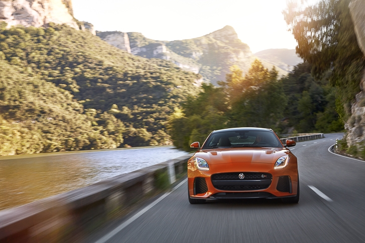 Jaguar F-TYPE SVR-18