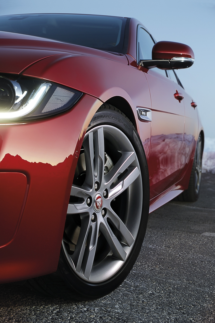 Jaguar XE for 2017-14