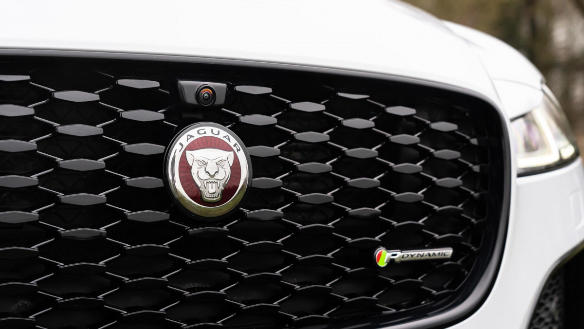 Jaguar-XF-review-10