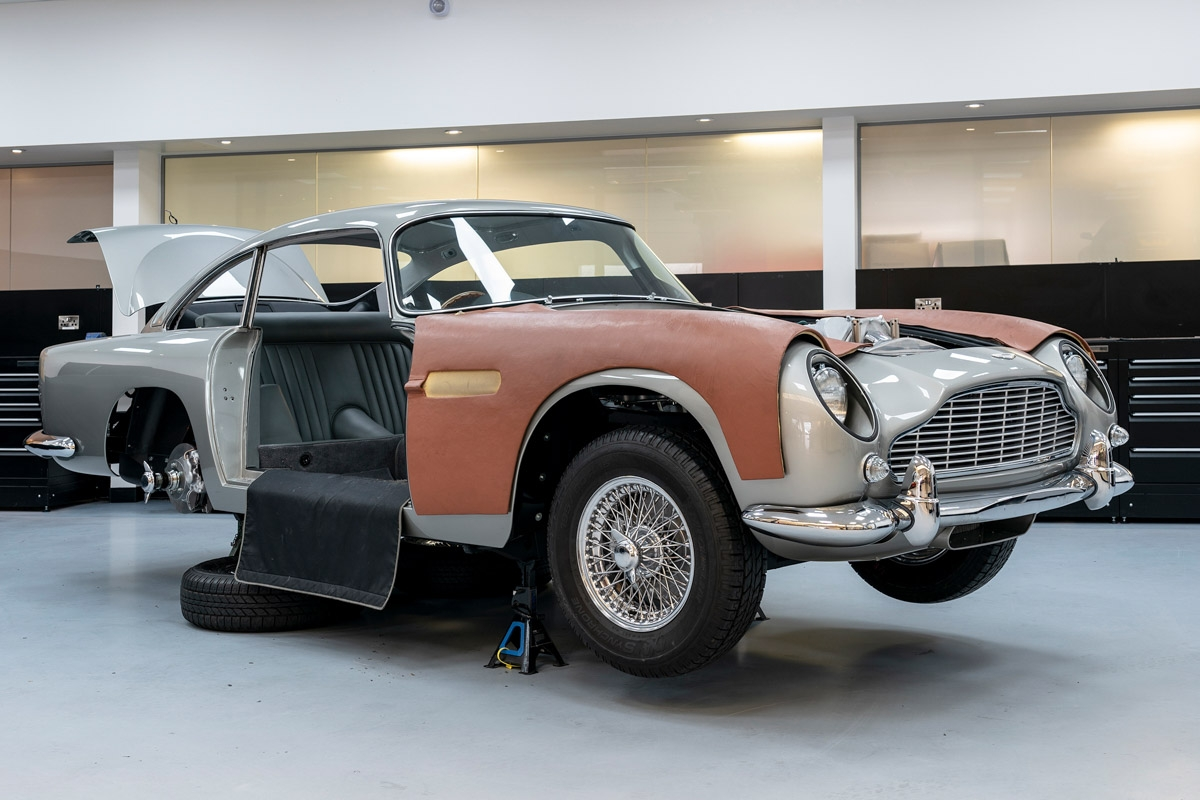 James-Bond-inspired-Aston-Martin-DB5-1