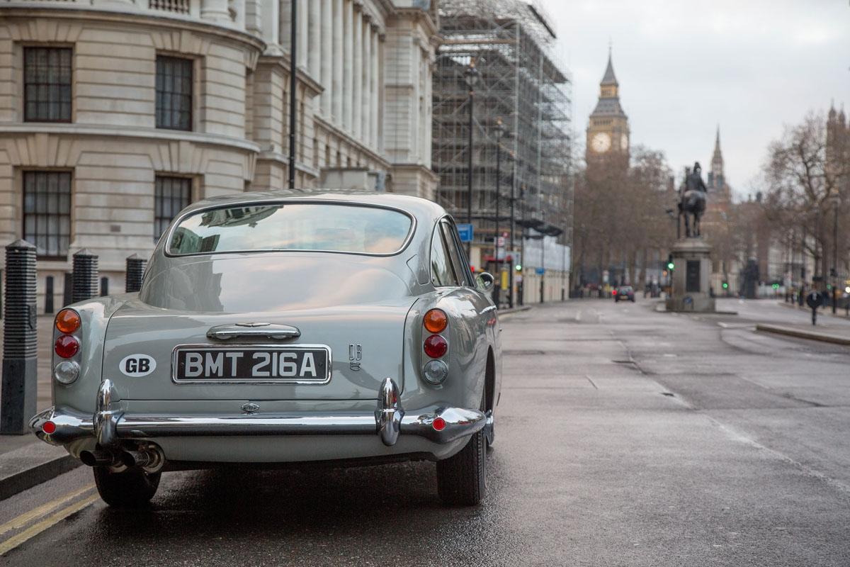 James-Bond-inspired-Aston-Martin-DB5-12