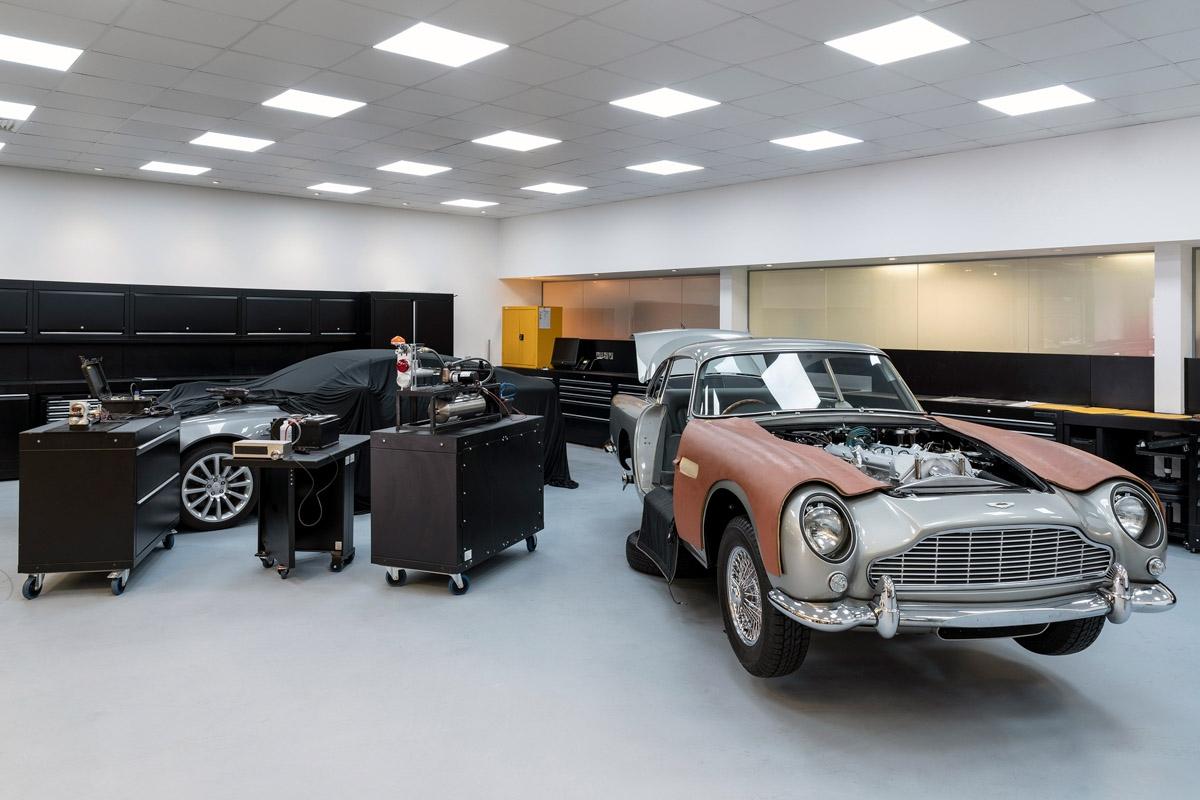 James-Bond-inspired-Aston-Martin-DB5-2