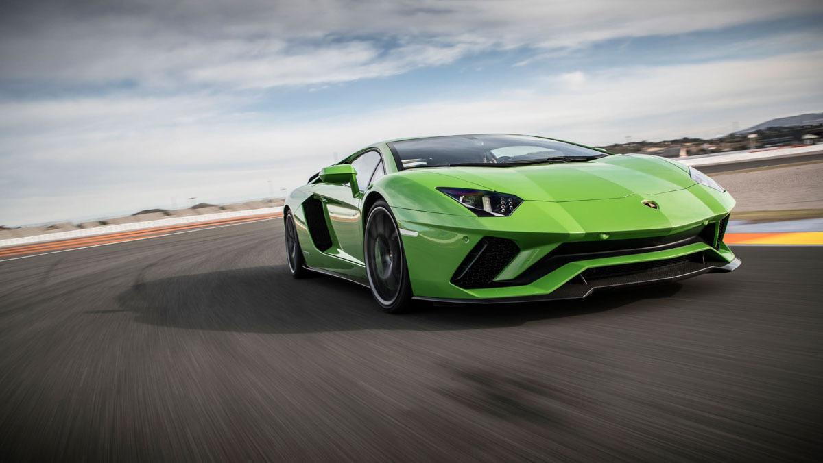 Lamborghini-Aventador-S-2