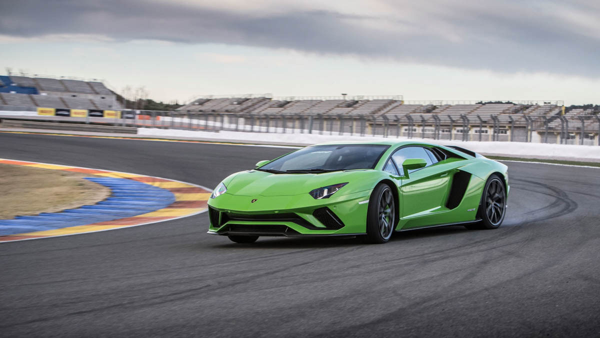 Lamborghini-Aventador-S-4