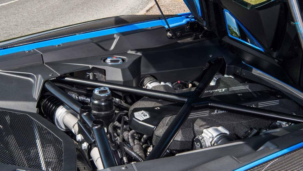 Lamborghini-Aventador-S-8