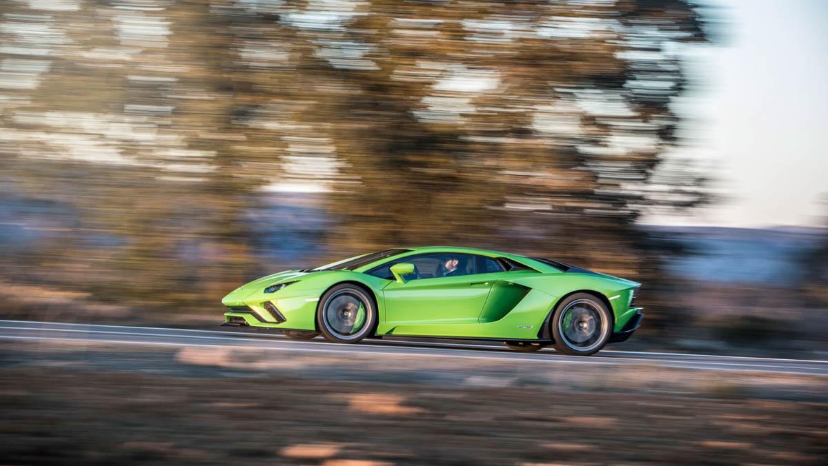 Lamborghini-Aventador-S-9