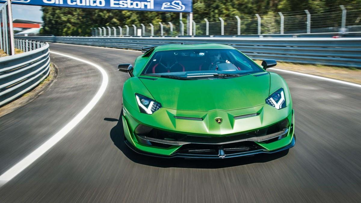 Lamborghini-Aventador-SVJ-vs-McLaren-600LT-1