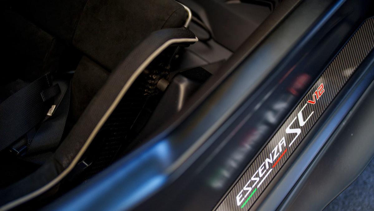 Lamborghini-Essenza-SCV12-10