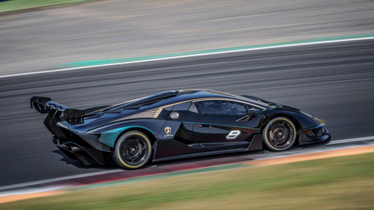 Lamborghini-Essenza-SCV12-11