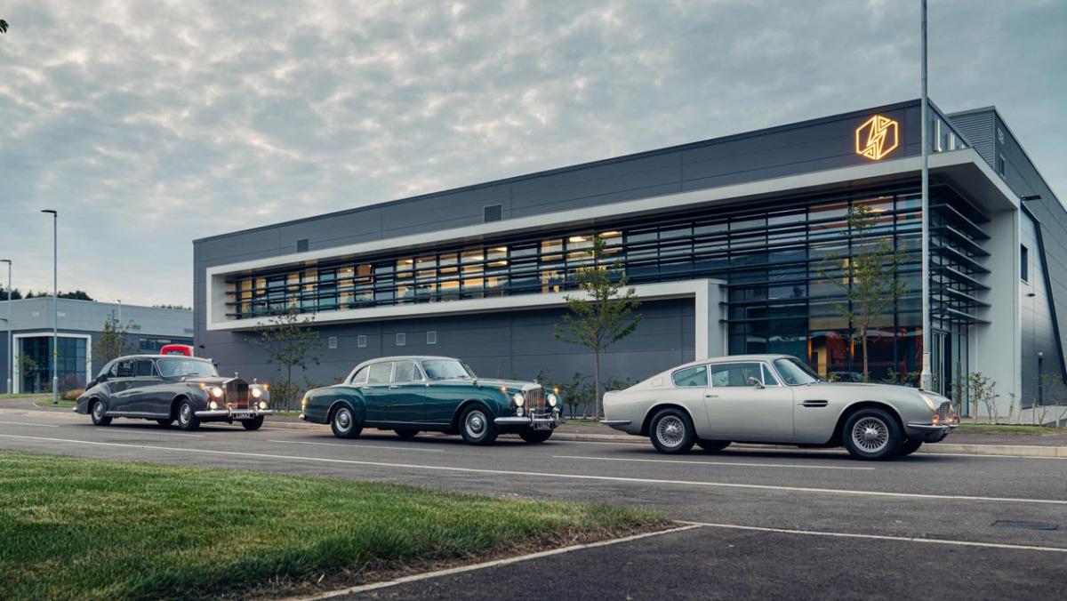 Lunaz-Aston-Martin-DB6-10