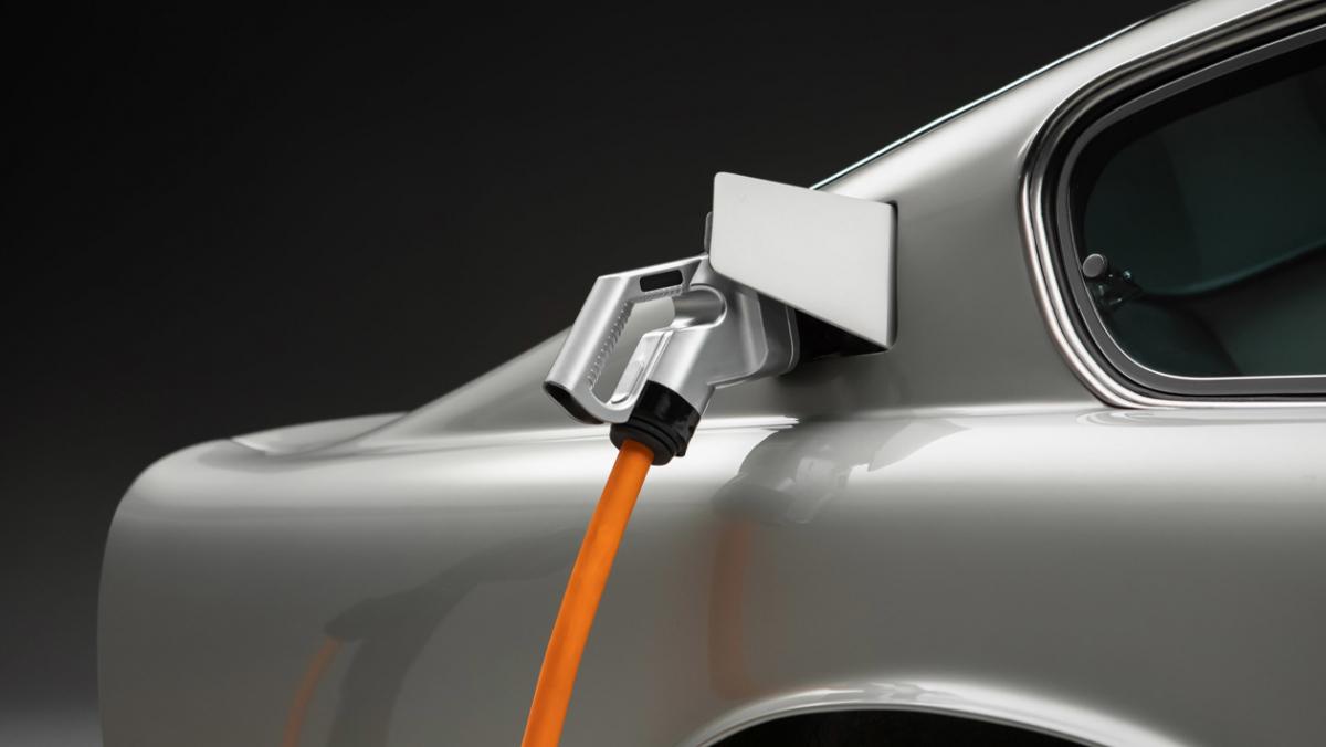 Lunaz-Aston-Martin-DB6-3