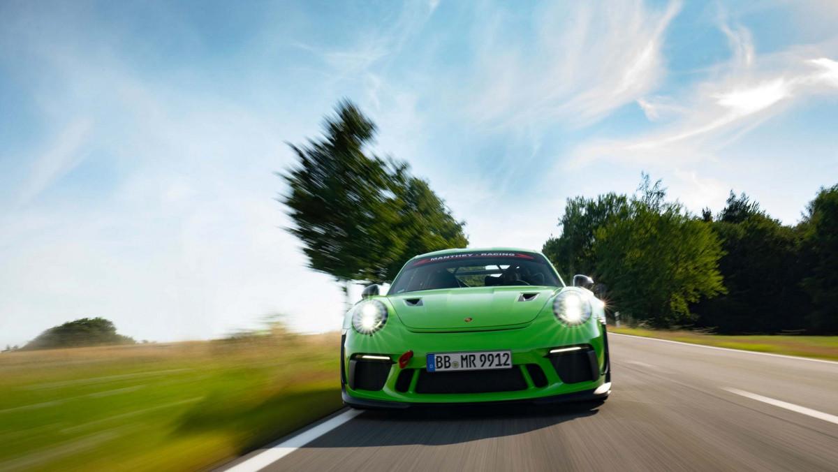 Manthey-Racings-Porsche-15