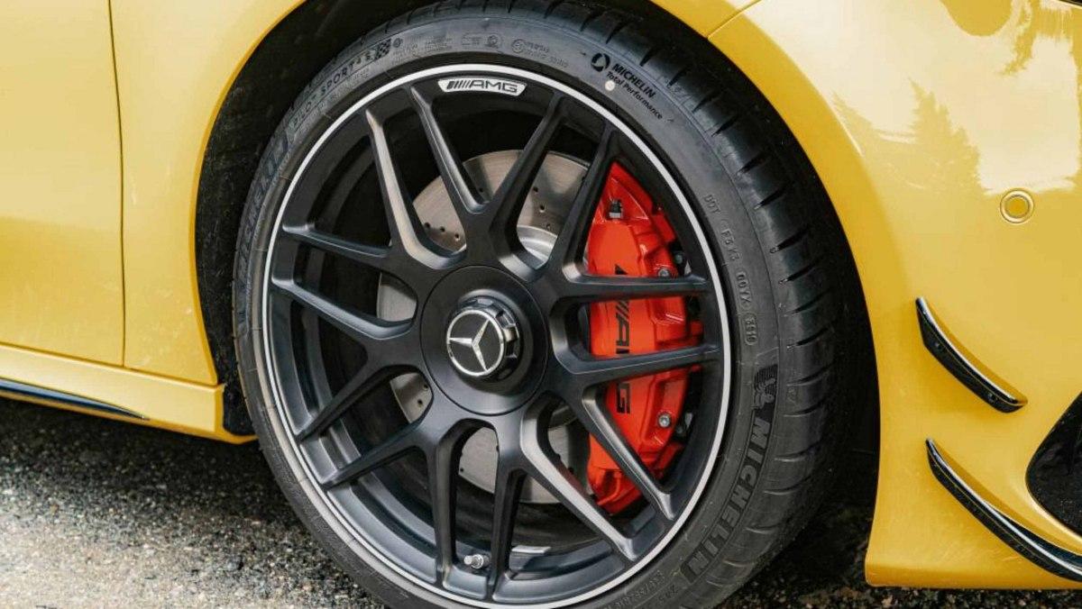 Mercedes-AMG-A45-S-10