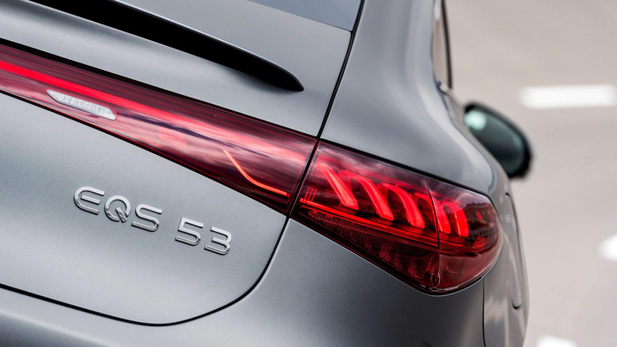 Mercedes-AMG-EQS53-11