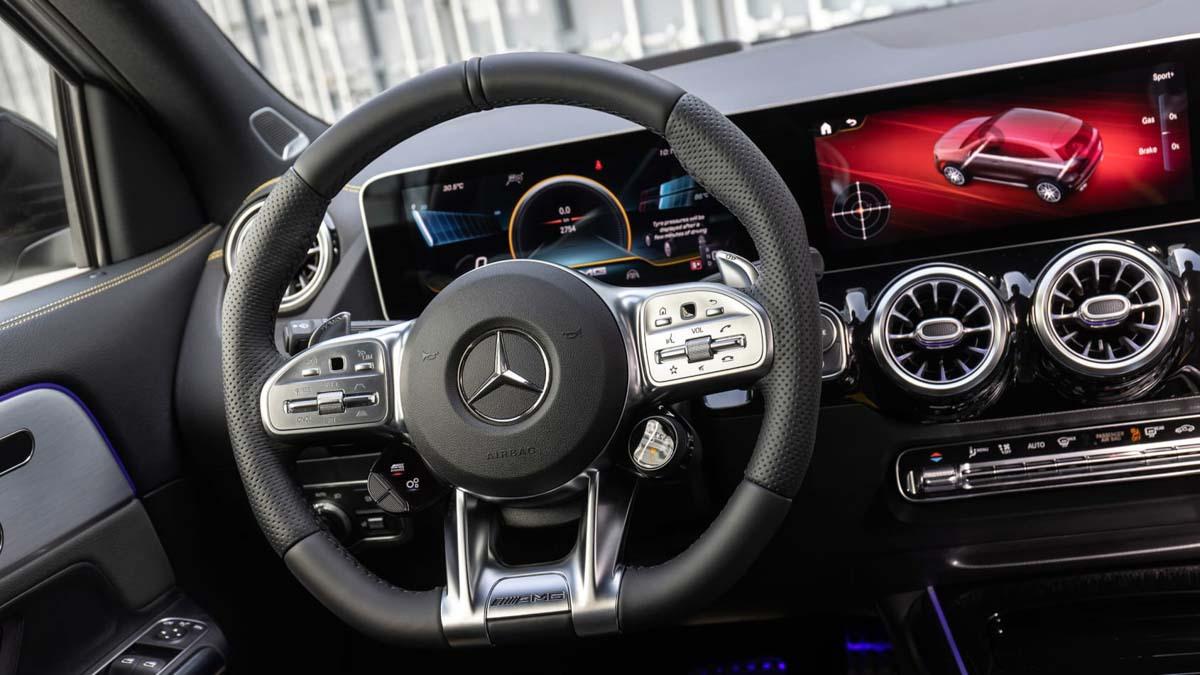 Mercedes-AMG-GLA45-S-4