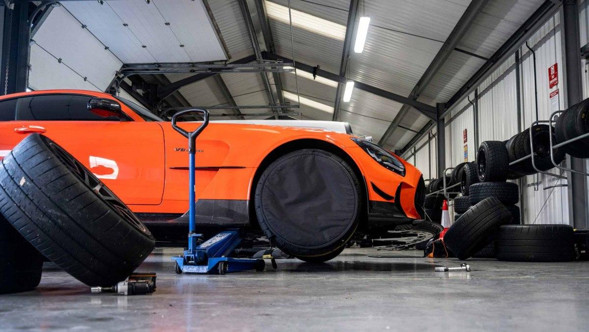Mercedes-AMG-GT-Black-Series-2021-2