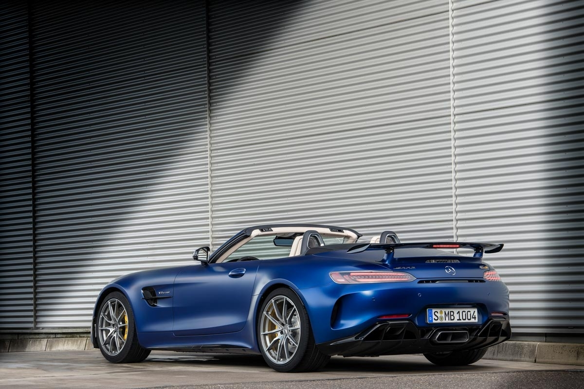 mercedes amg gt r roadster to be unveiled at geneva. Black Bedroom Furniture Sets. Home Design Ideas
