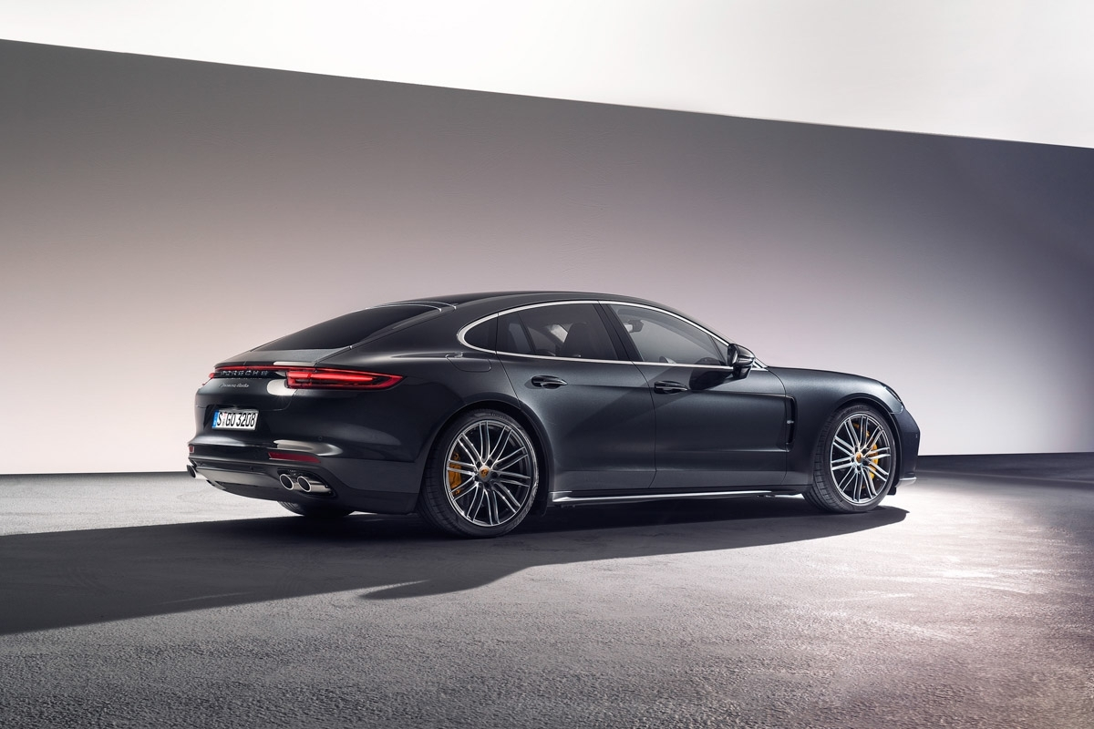 mercedes amg gt63 s vs porsche panamera turbo beyond the supersaloon. Black Bedroom Furniture Sets. Home Design Ideas