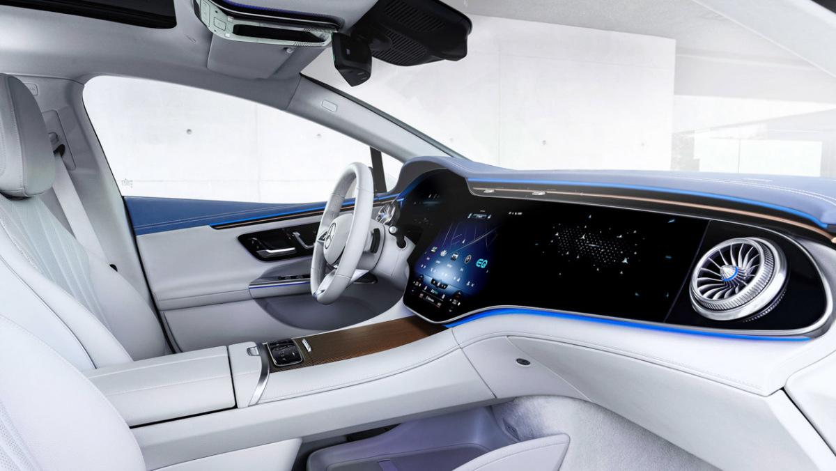 Mercedes-Benz-EQE-3