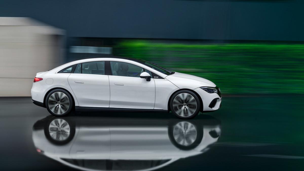 Mercedes-Benz-EQE-5