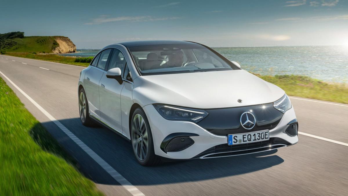 Mercedes-Benz-EQE-9
