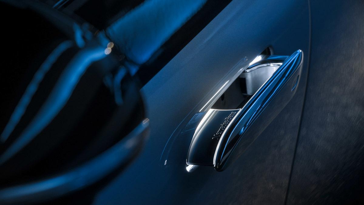 Mercedes-Benz-EQS-11