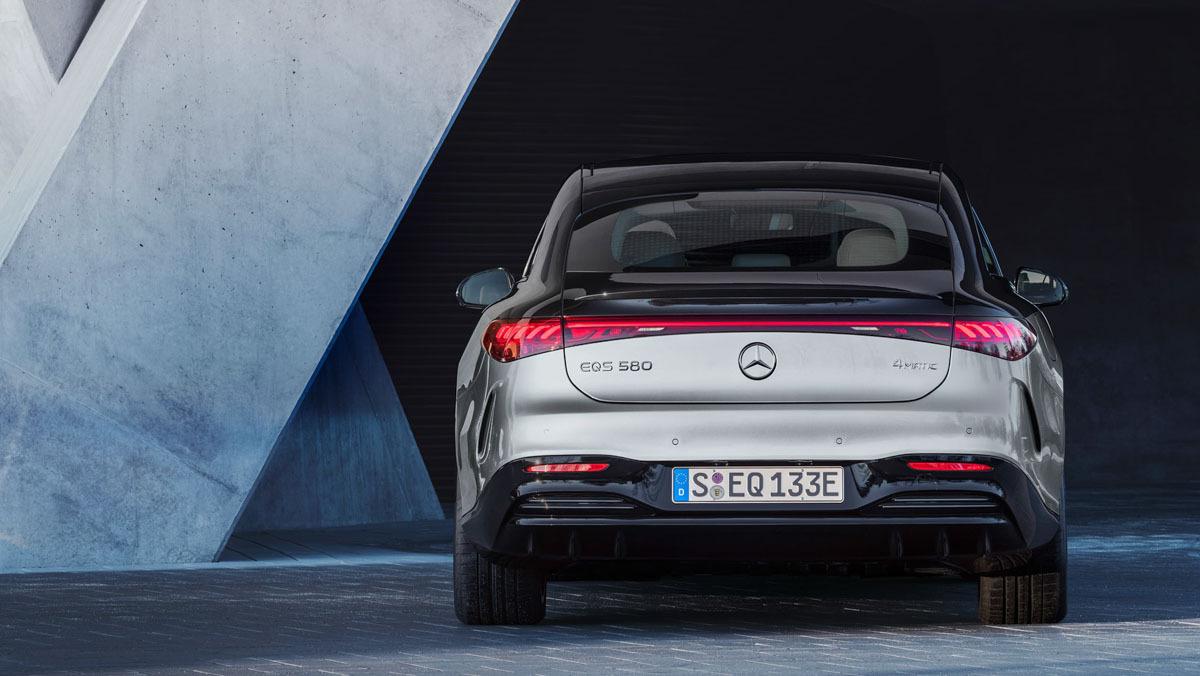 Mercedes-Benz-EQS-17