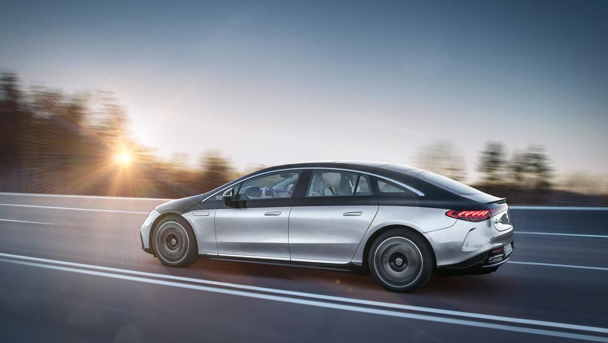 Mercedes-Benz-EQS-2