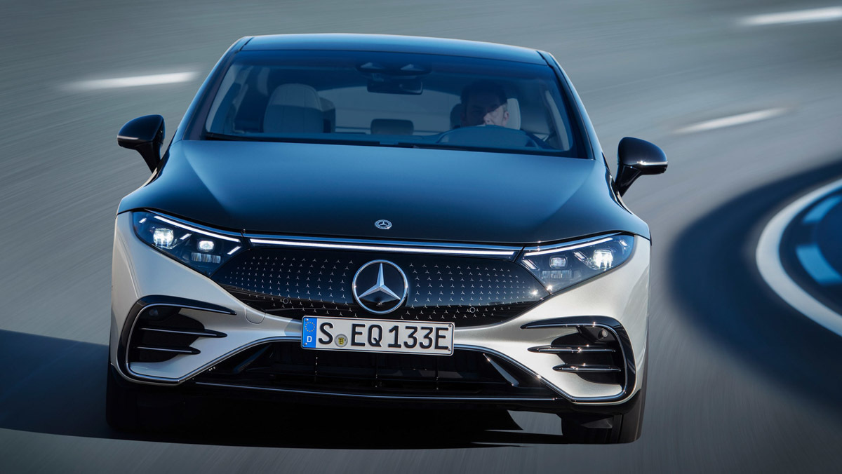 Mercedes-Benz-EQS-4