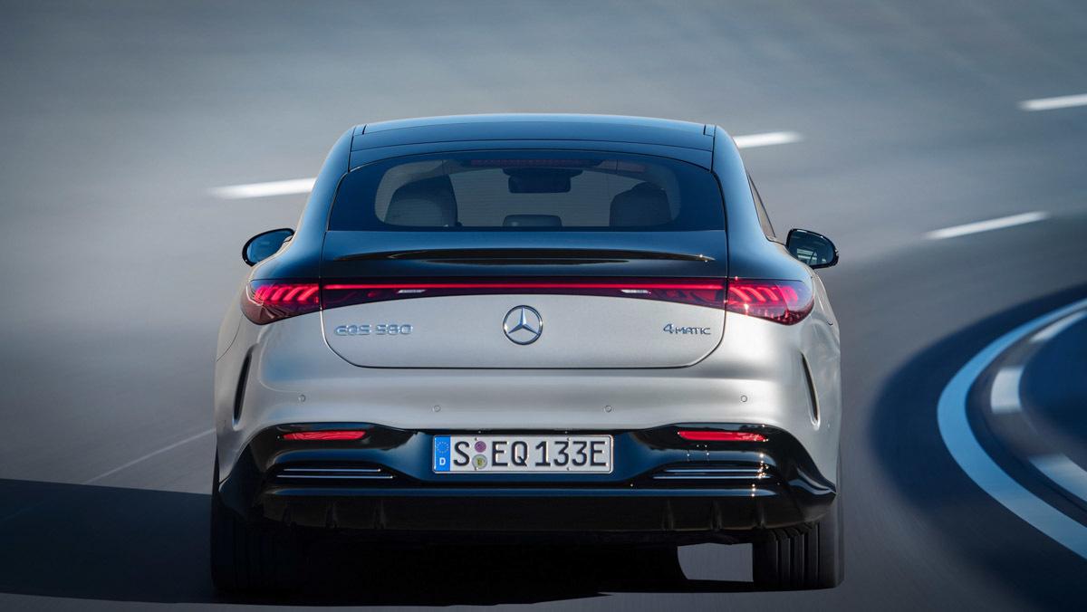Mercedes-Benz-EQS-7