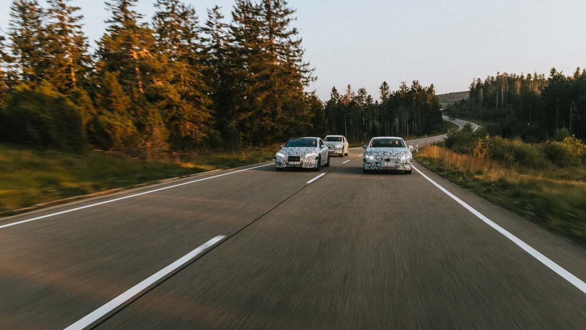 Mercedes-Benz-reveals-EV-5
