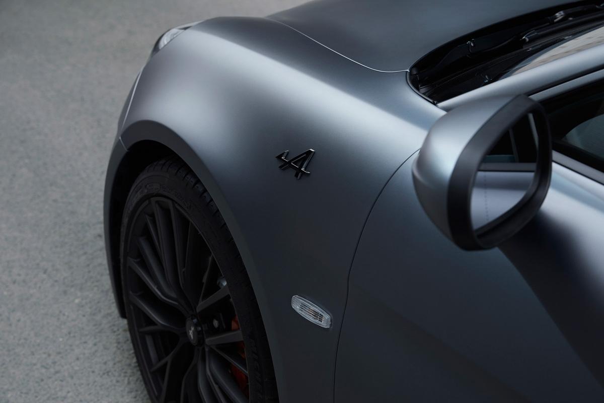 gris-embleme_190522_alpine_lm_5755