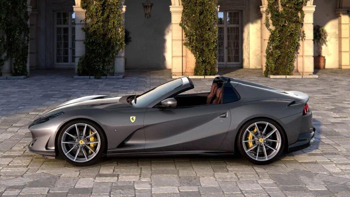 New-Ferrari-812-GTS-revealed-7