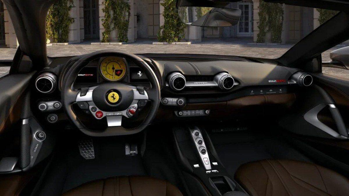New-Ferrari-812-GTS-revealed-6